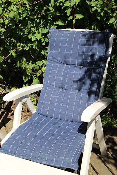 matracos ülőke a kertben